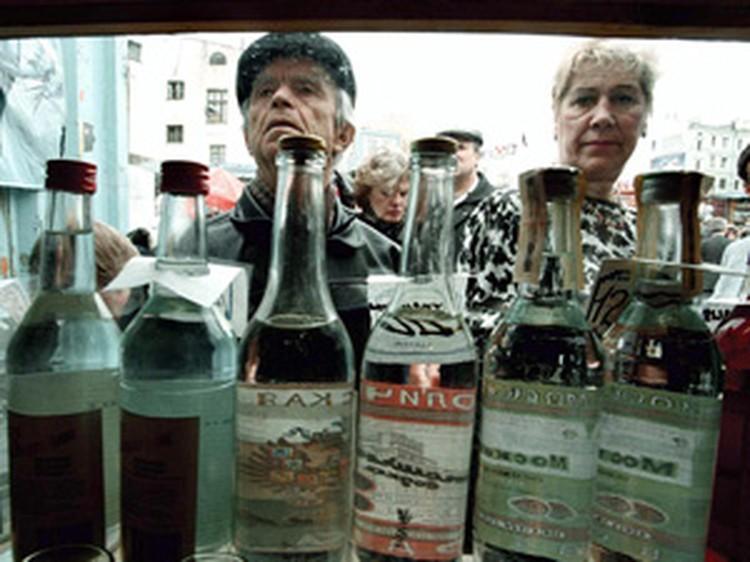 Алкоголь манит зависимого человека, как магнит. Да еще и купить спиртное можно практически на каждом шагу!