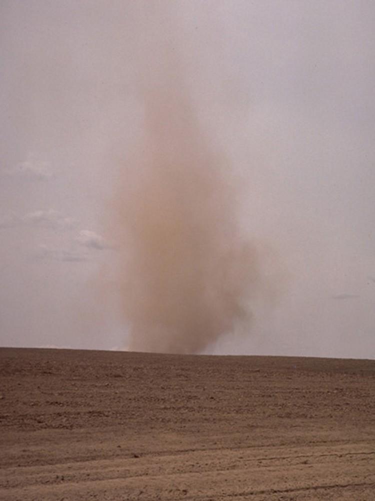 Так пыльный вихрь выглядит с поверхности Марса