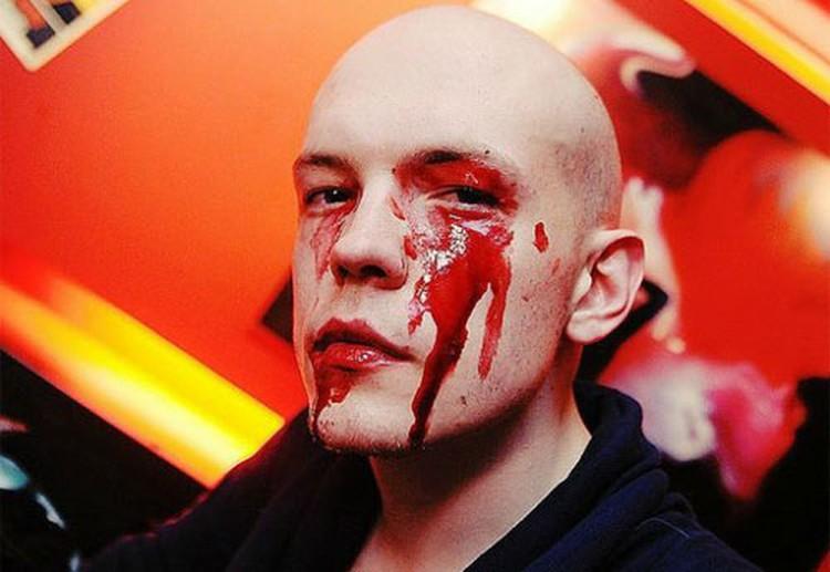У Дмитрия Трошина все напоказ - и этот вызывающий грим на праздник Хэллоуин...