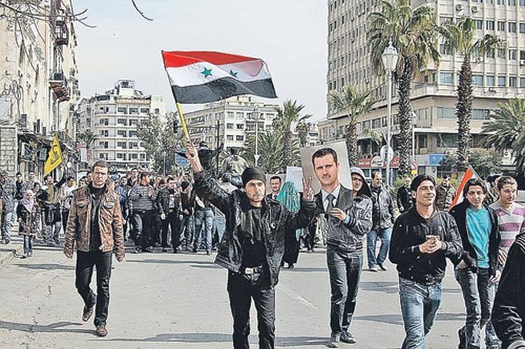 Если бы президент Асад не имел сторонников, события в Сирии давно бы пошли по египетскому, тунисскому или ливийскому сценарию. Но Запад не хочет масштабного конфликта - нет средств.