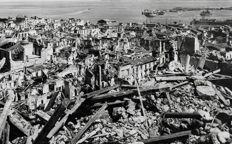 Город оказался отрезанным от большой земли, о его трагедии еще даже не знали в других городах