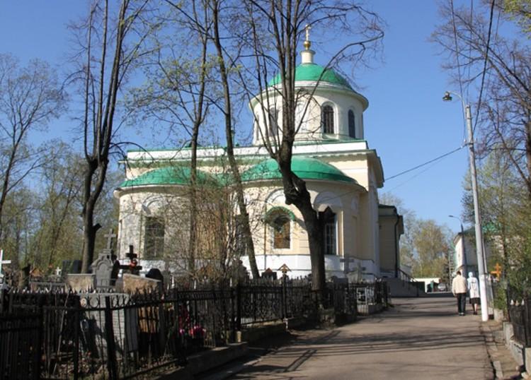 Члены делегации республики побывали и на Даниловском кладбище.