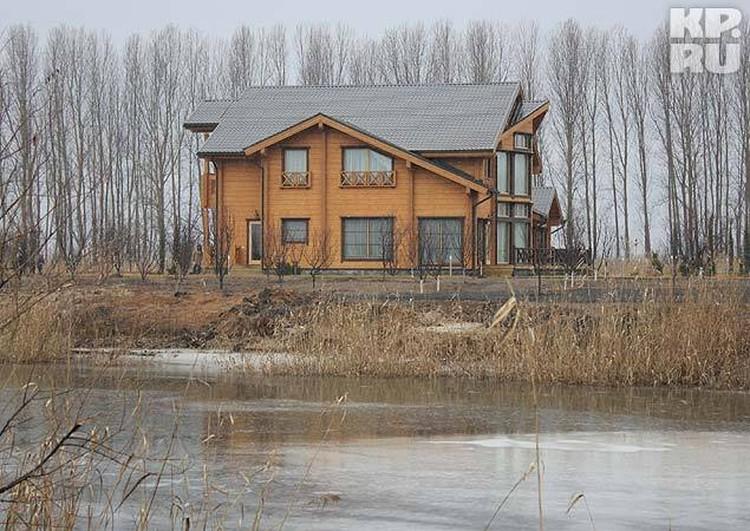 Древесину и стройматериалы поставляли из-за границы.