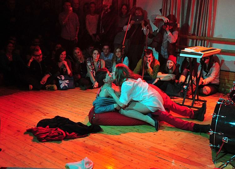 В театральную ночь показывали спектакль «Кеды»