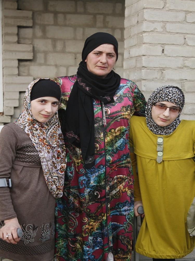 """Семья Резахановых: """"Жизнь нужно любить такой, какая она у тебя есть. Ведь самое главное - не твоя оболочка, а твой внутренний мир."""""""