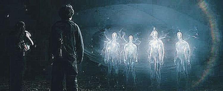 Пол Хеллье обвиняет сильных мира сего в том, что они создали тайное правительство и скрывают передовые технологии, переданные пришельцами людям.