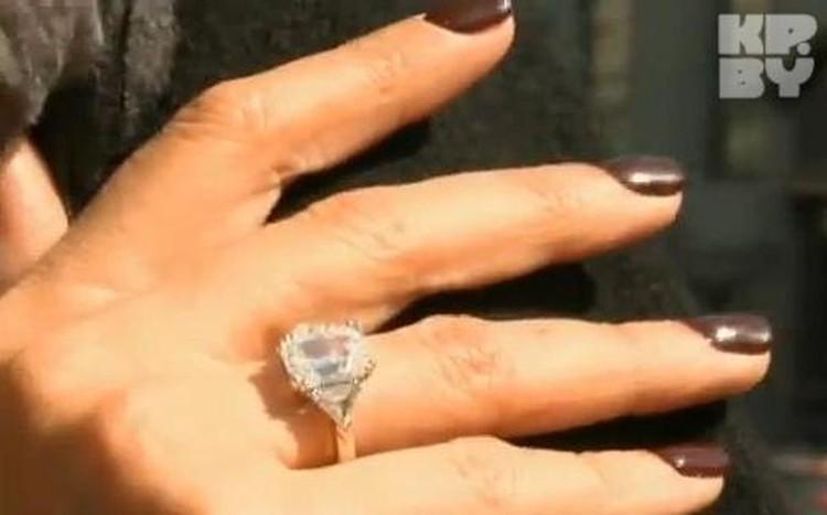 На Новый год теперешний возлюбленный Анжелики Агурбаш подарил ей золотое кольцо с бриллиантом