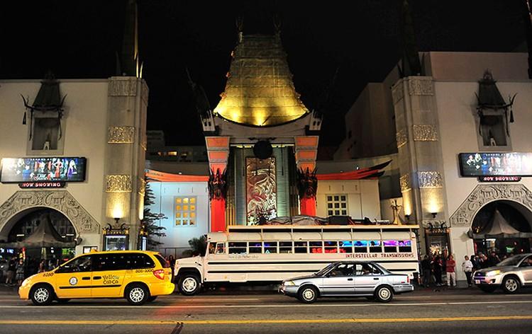 Внешний облик театра напоминает китайские пагоды.