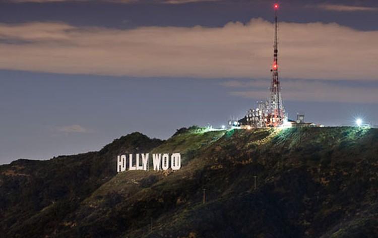 Знак Hollywood расположен на южном склоне горы Маунт Ли.