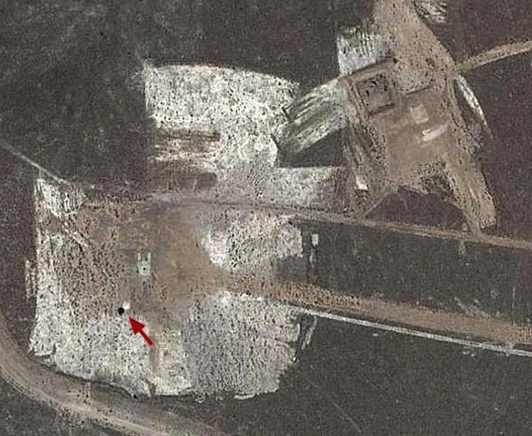 """Тарелка на """"Зоной-51"""": сфотографирована из космоса"""