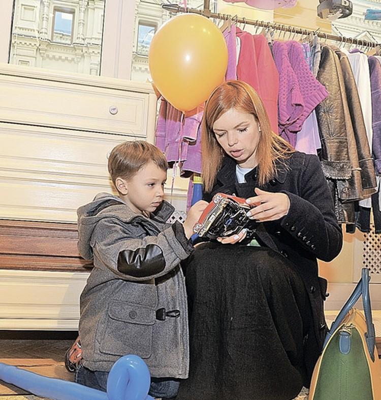 Некоторые считают эти произведения БГ самыми удачными. На фото - его дочь Алиса и внук Алексей.