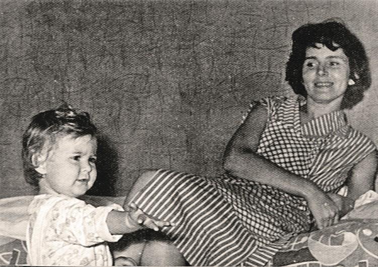 Первая супруга Кира и долгожданная дочь Алена.