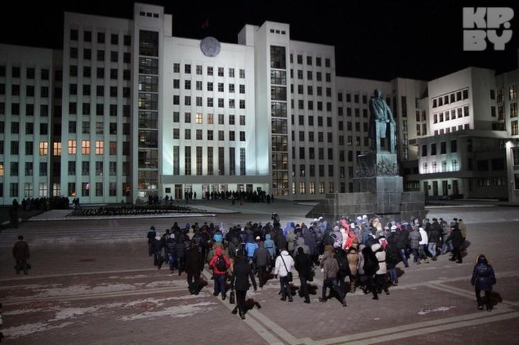 Вот такая массовка должна была попытаться захватить Дом правительства