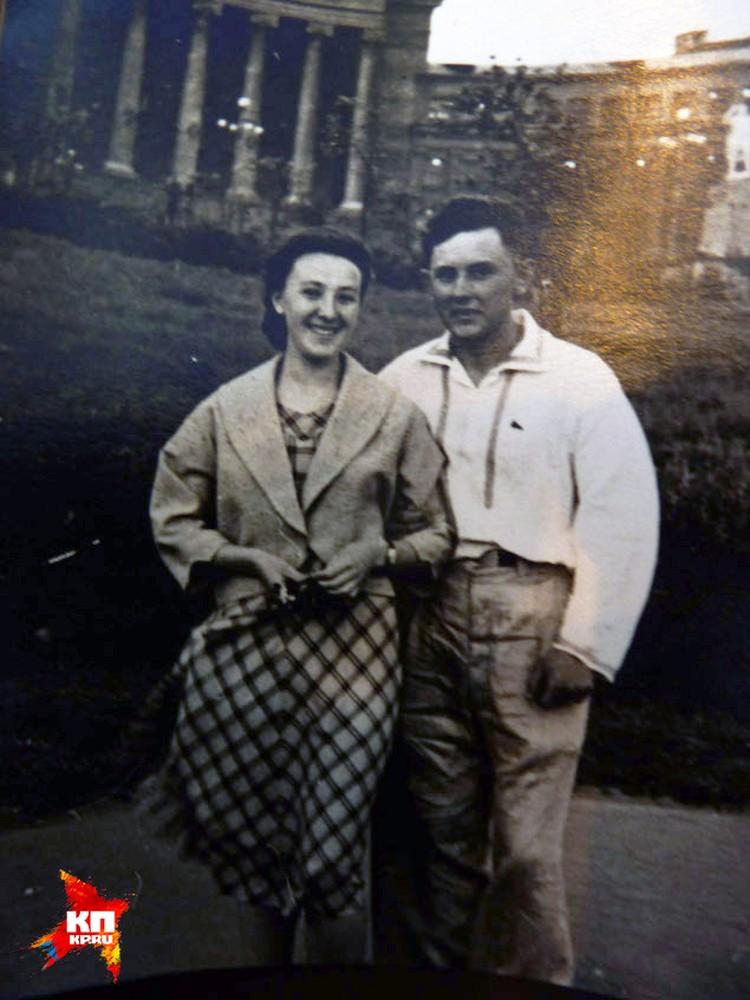 Юра Кривонищенко с подругой. Возможно, именно ей он посвящал свои стихи