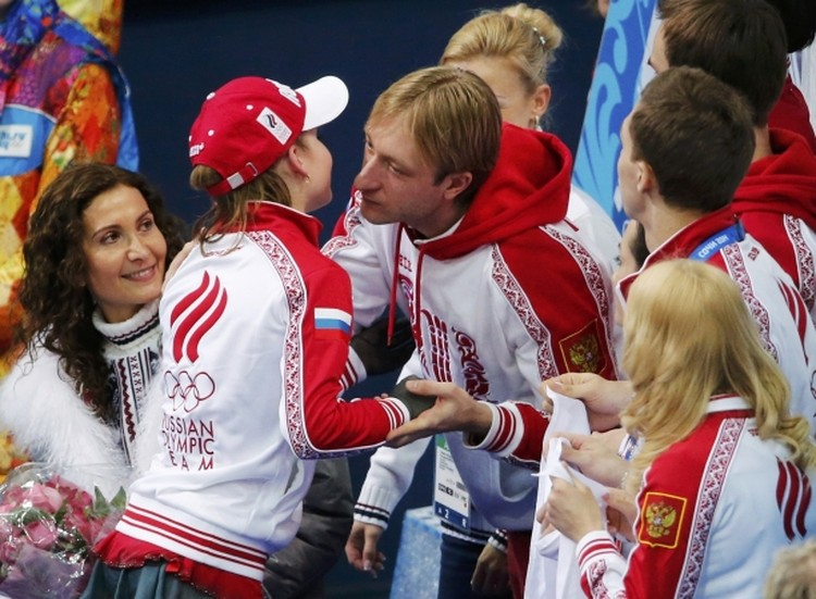 Евгений Плющенко поздравил Юлию Липницкую.