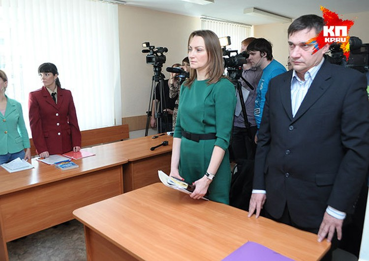 Представитель и директор сырзавода (справа) заявили в суде, что предприятие закрыто на капремонт с 24 марта