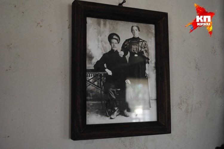 Вот такое фото висит в доме Кошевого
