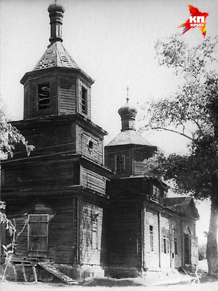 Даже в 1970 состояние Покровской церкви было далеко не идеальным.