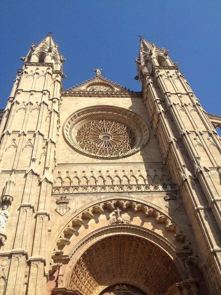 Собор в балеарской столице не зря строили 300 лет - впечатляет!