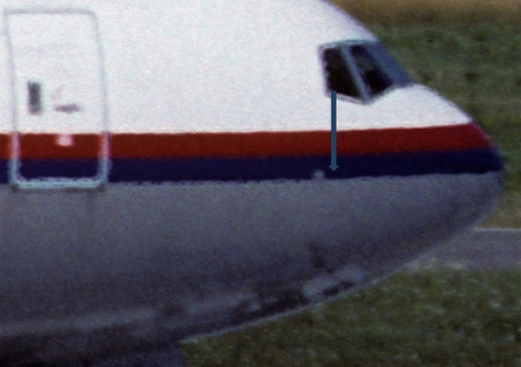 Носовая часть фюзеляжа самолёта с бортовым номером 9M-MRD