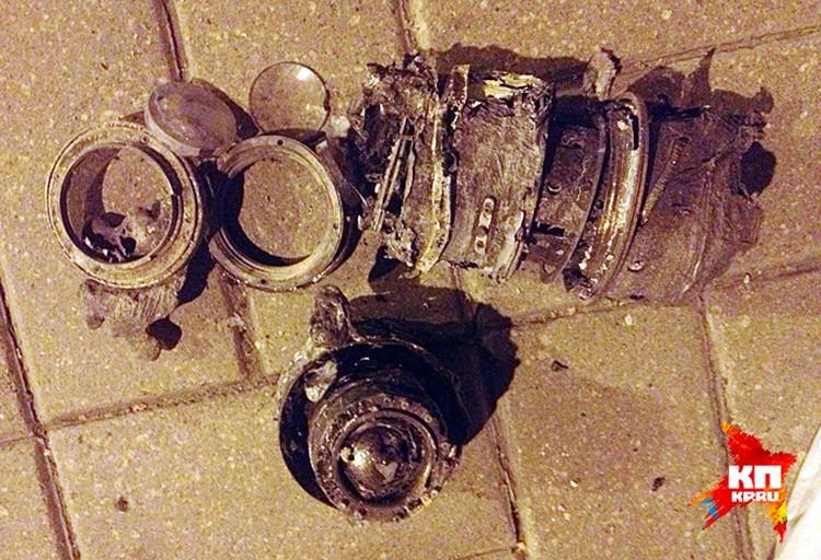 обгоревшие фотообъективы, найденные рядом с автомобилем Рено Логан, в котором передвигался Андрей Стенин и его спутники