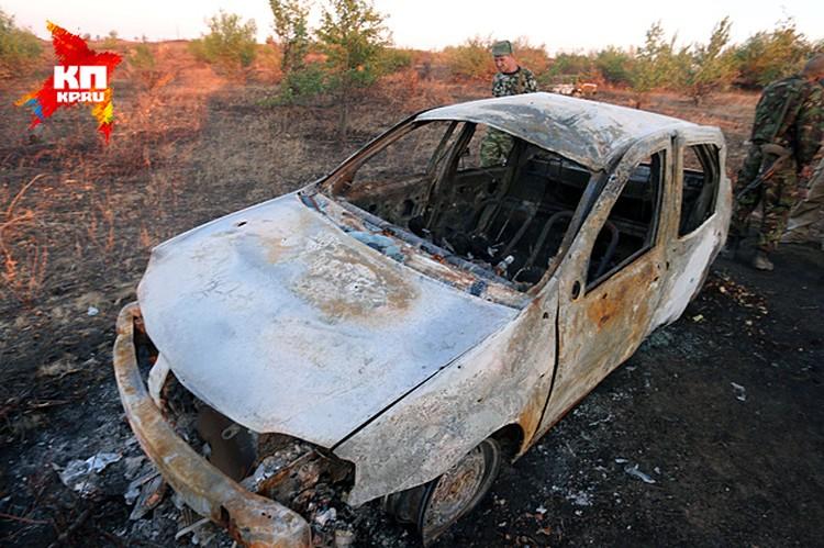 Сгоревший «Рено» Логан с останками журналисты «Комсомолки» обнаружили вместе с коллегами из Lifenews