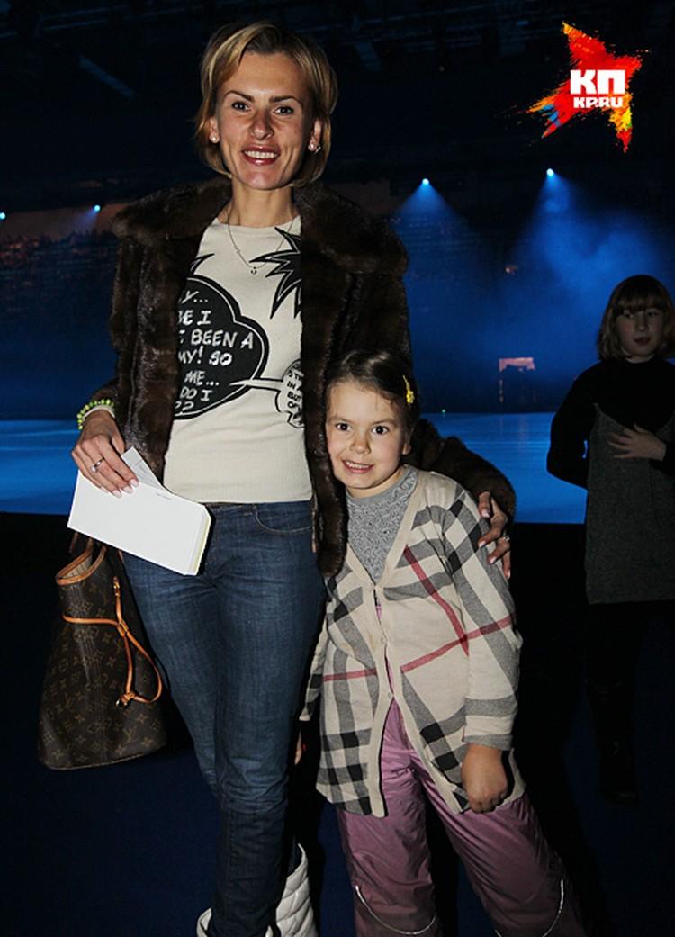 Директор артиста и мать его дочери Амели Елизавета Круцко