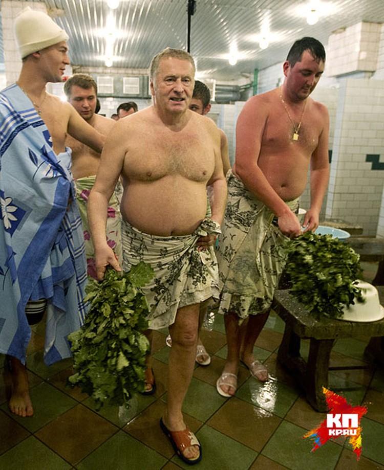 Лидер ЛДПР Владимир Жириновский любит проводить свободное время на своей роскошной даче