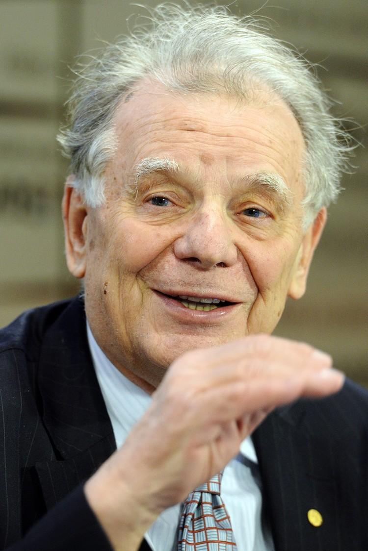 Нобелевскую премию Алферов разделил еще с двумя учеными, из Америки и Германии