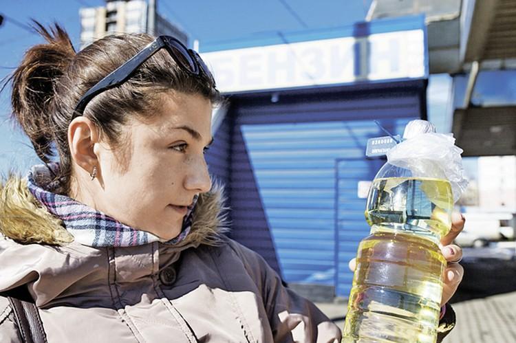 Сомнения Саши Крыловой подтвердились: топливо в бутылке не соответствует экологическому классу Евро-4.