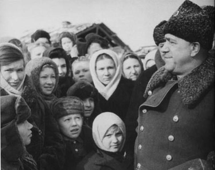 Уральцы в 1948-м году радовались, что с легендарным маршалом они теперь соседи и даже сделали его депутатом Верховного Совета СССР. Фото из Госархива Свердловской области