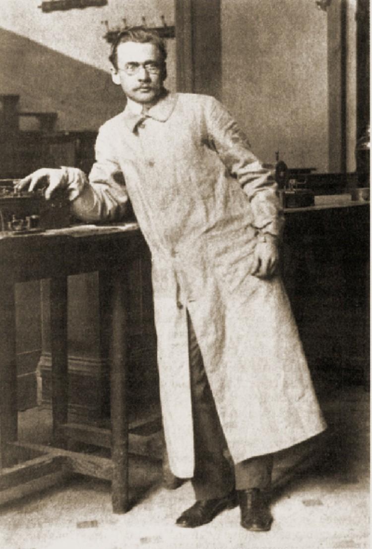 Владимир Зворыкин в лаборатории Технологического института.