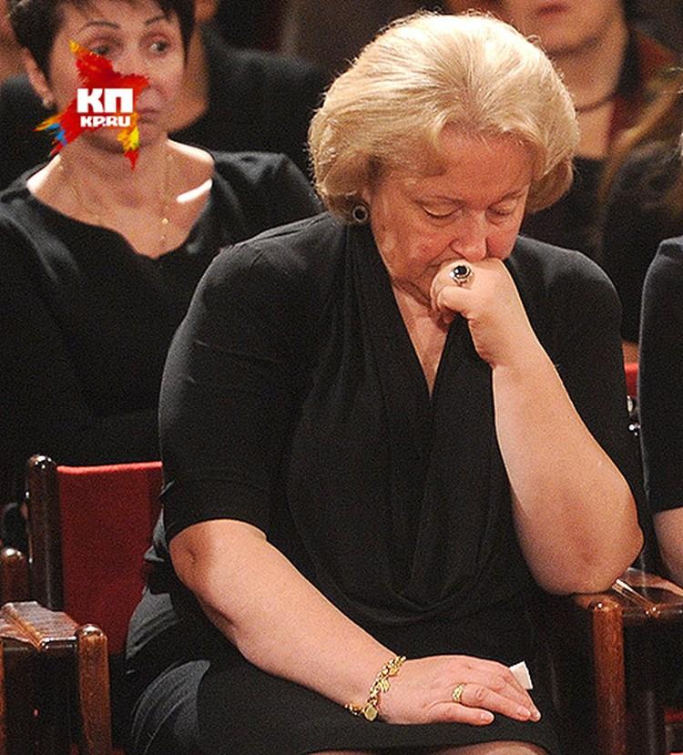 Супруга Евгения Примакова Ирина на церемонии прощания в Колонном зале Дома Союзов.