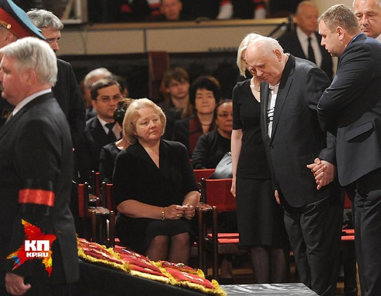 Проститься пришёл и первый президент СССР Михаил Горбачев.