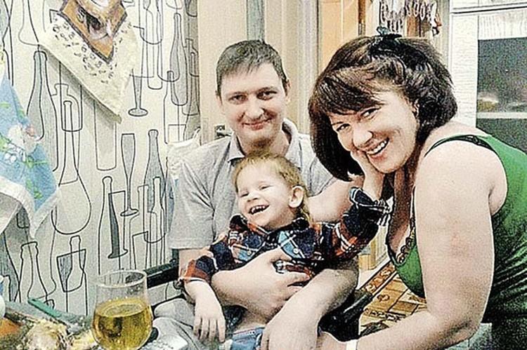 Влад, Виктория и их сын Женя. Теперь мальчик живет в семье Аллы Пугачевой и Максима Галкина. Фото: ok.ru