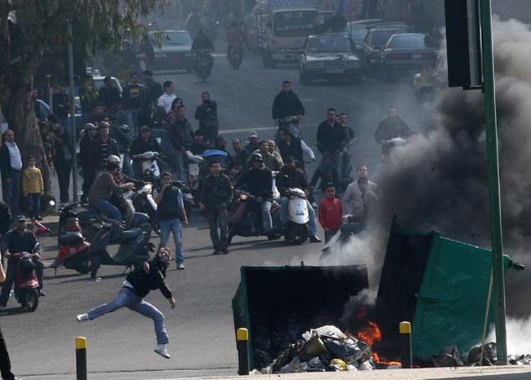Ливанские демонстранты устроили поджоги в Бейруте. Январь, 2011 год.