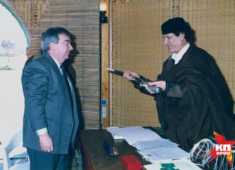 Евгений Примаков и Муаммар Каддафи. Фото: личный архив Е. Примакова.