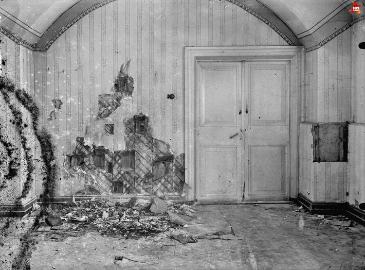 Большевики не случайно выбрали для расстрела царской семьи подвал. Стены здесь были оббиты деревом, а значит, защищали палачей от рикошета. Фото: госархив