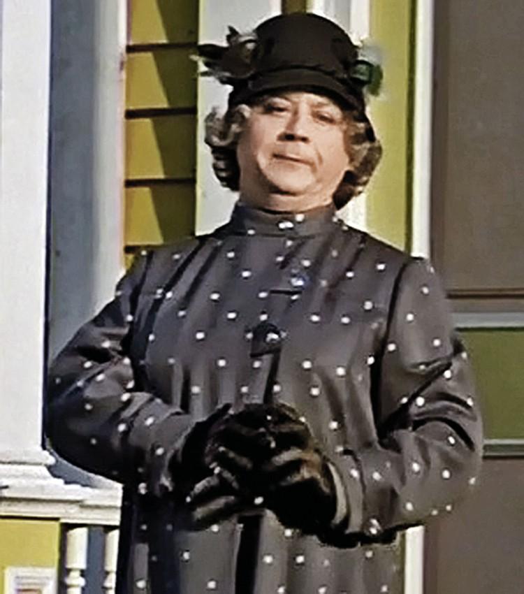 ...и в роли злой няни мисс Эндрю из «Мэри Поппинс, до свидания!».