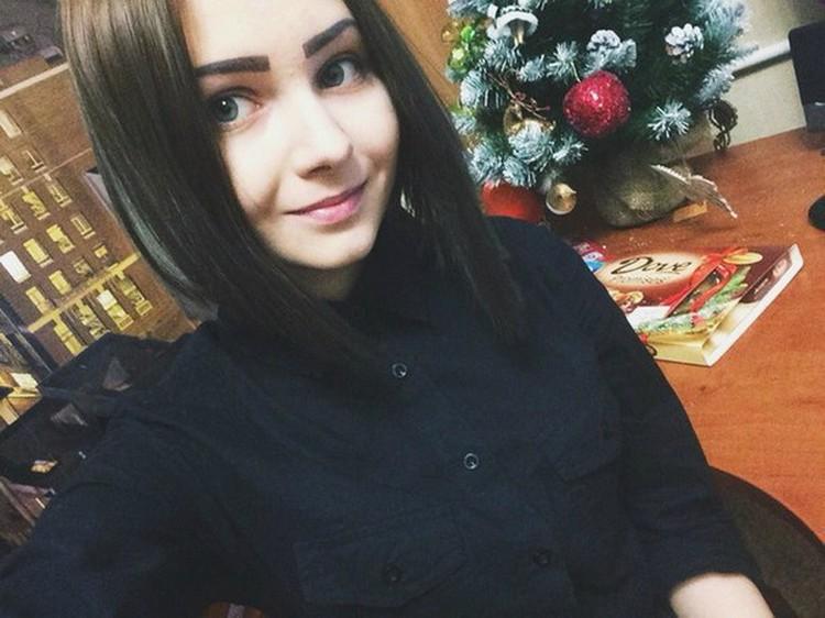 Карина Залесова погибла накануне 1 сентября. Ее тело нашли в коттедже новосибирского бизнесмена. Подозреваемый в убийстве - сын предпринимателя.
