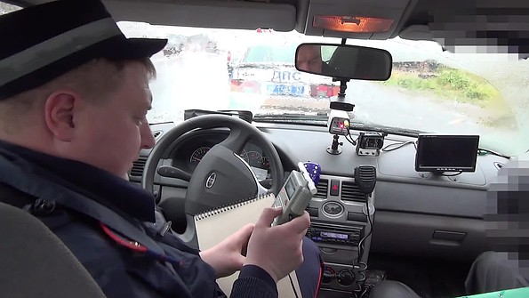 dalnoboyshiki-parkuetsya-vadvare-video