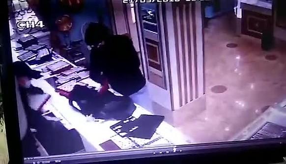 48718a96d205 Дерзкое ограбление ювелирного магазина в Лысковском районе