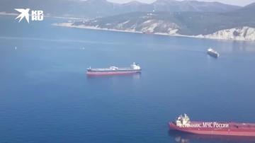 Спасатели продолжают поиски членов экипажа танкера «Генерал Ази Асланов»