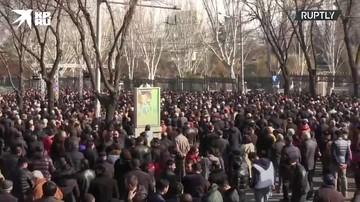 Митингующие выступают за отставку действующего премьер-министра Армении Никола Пашиняна