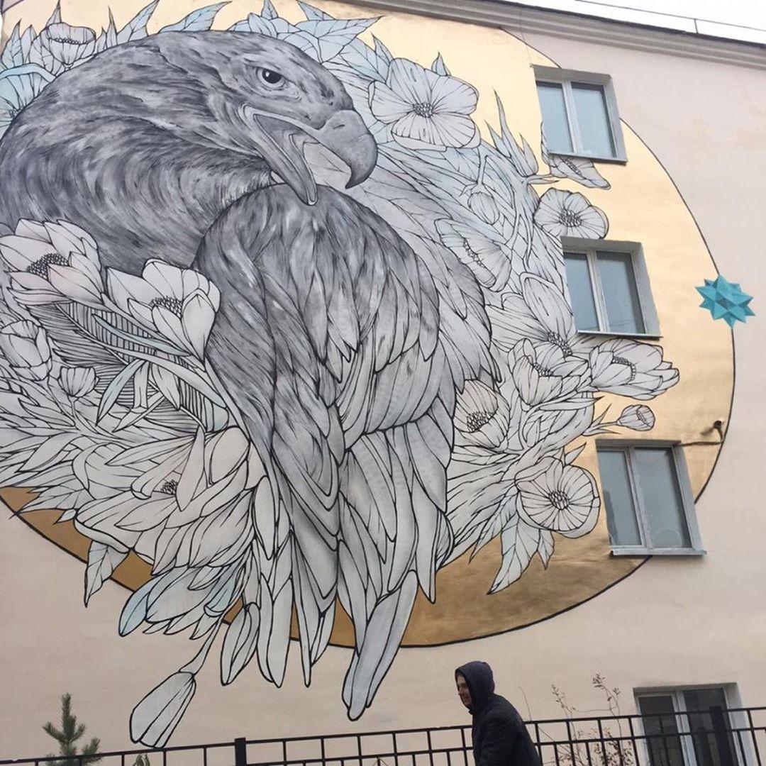 Мурал на стене якутского колледжа технологии и дизайна, художник Никита Кузнецов