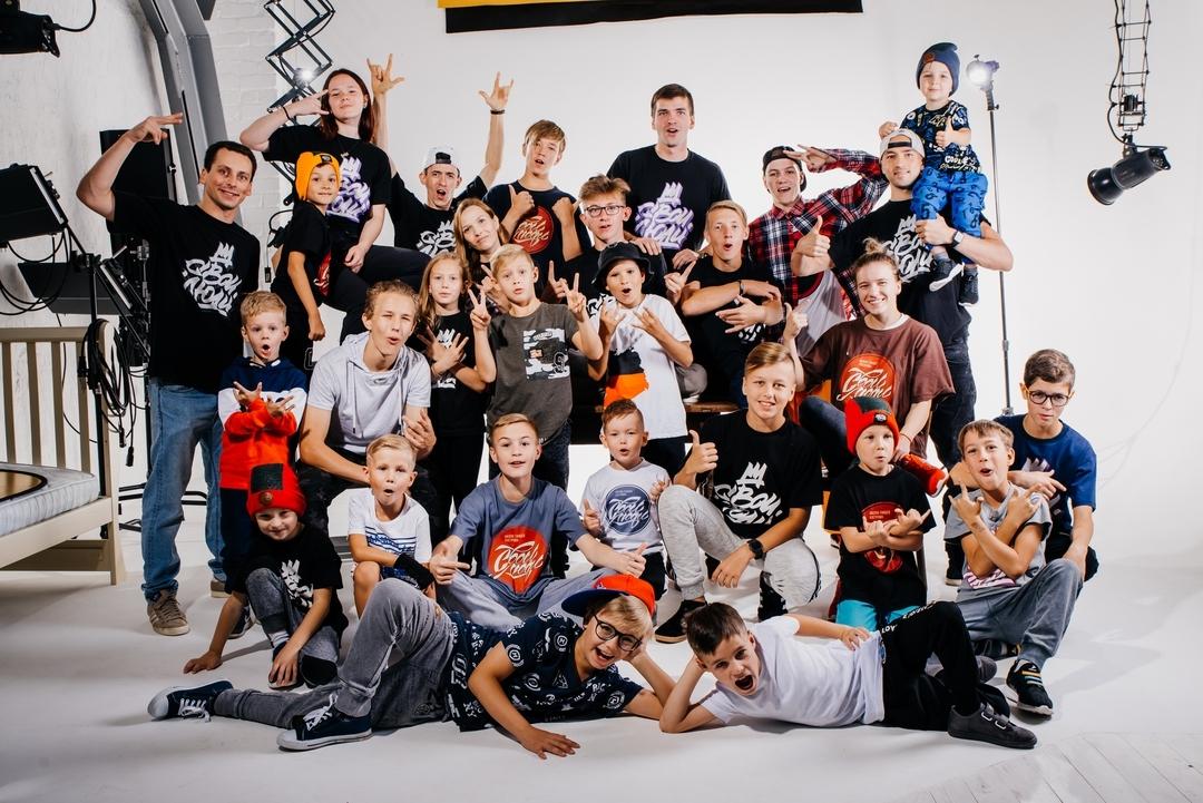 "Ученики и преподаватели школа танцев ""Свои Люди"""