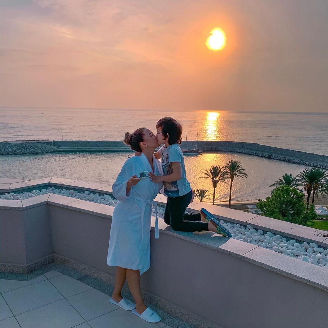 Выйдешь так с утра на балкон встречать рассвет, и понимаешь, как невероятно прекрасна эта Жизнь,