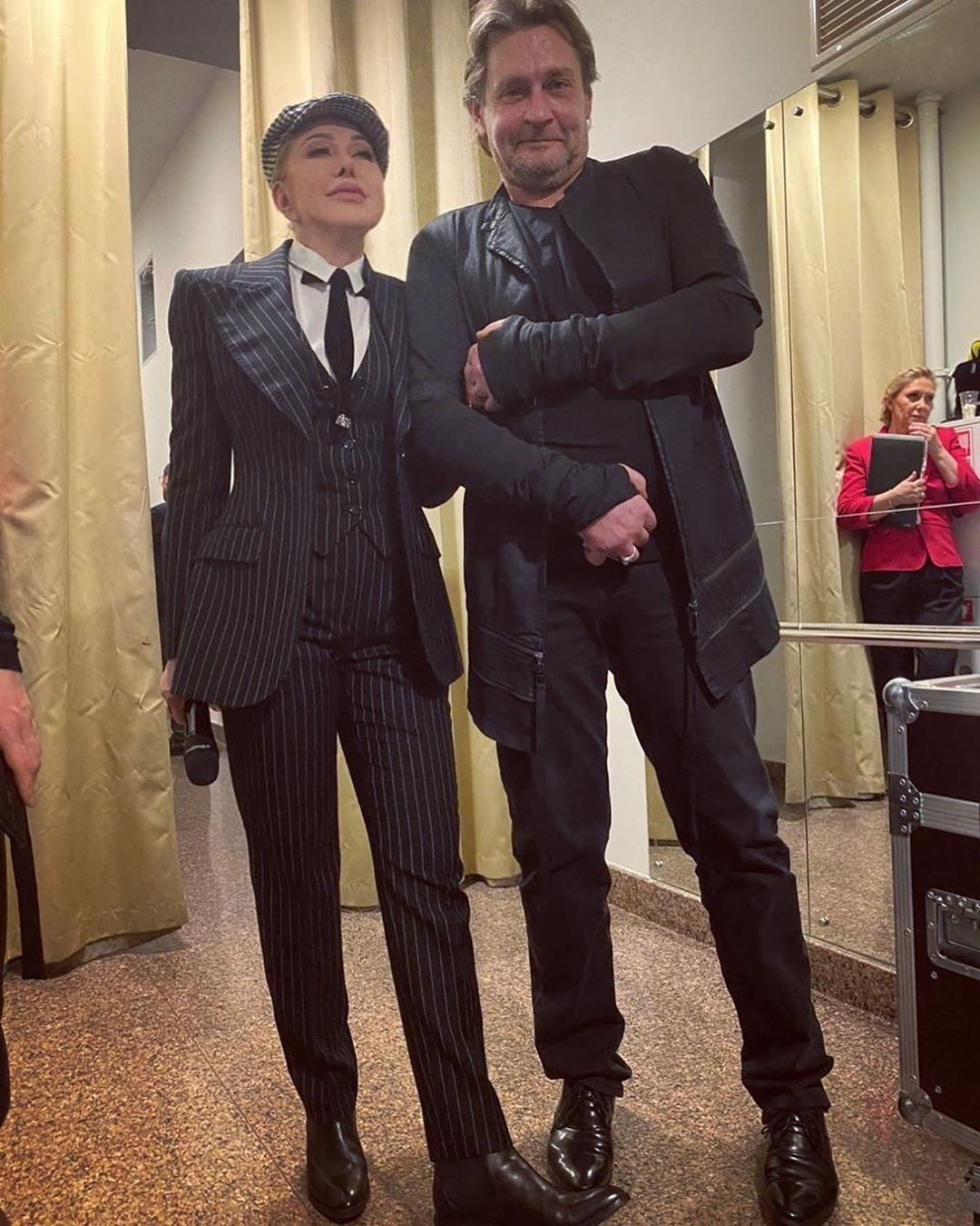 Любовь Успенская встретила Александра Домогарова за кулисами