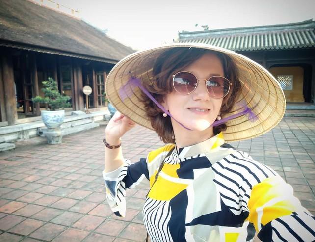 Императорские дворцы следует посещать исключительно в традиционном вьетнамском платье ао дай. Иначе тюрьма, казнь, забвение