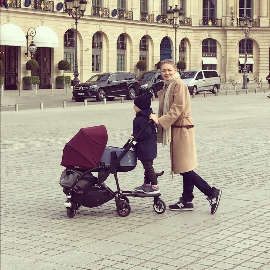 Оксана с сыном Костей и дочкой Эммой